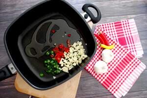 Zubereitung Spaghetti Aglio Olio e Pomodori