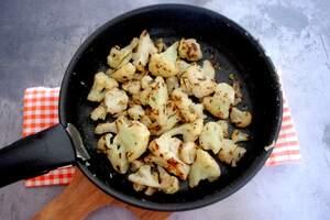 Zubereitung von Blumenkohl-Käsecreme-Suppe