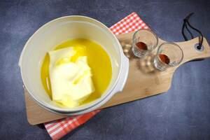 Zubereitung von veganer BBQ-Butter