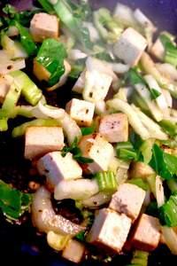 Zubereitung der Hoisin-Seasm-Tofu Bowl