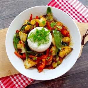 Asiatische Paprika-Kohl-Pfanne