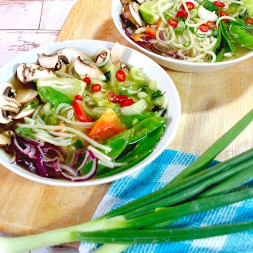 Vietnamesische Suppe