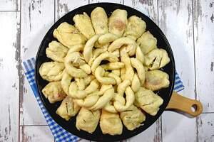 Zubereitung von Laugen-Hotdog-Ring