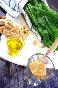 Zubereitung von Bärlauch-Pesto
