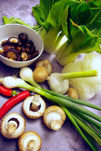 Zubereitung der chinesischen Glasnudelsuppe mit Pilzen (Umami-Suppe)