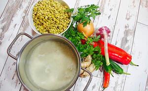 Zubereitung von schwarzem Linsen Dal