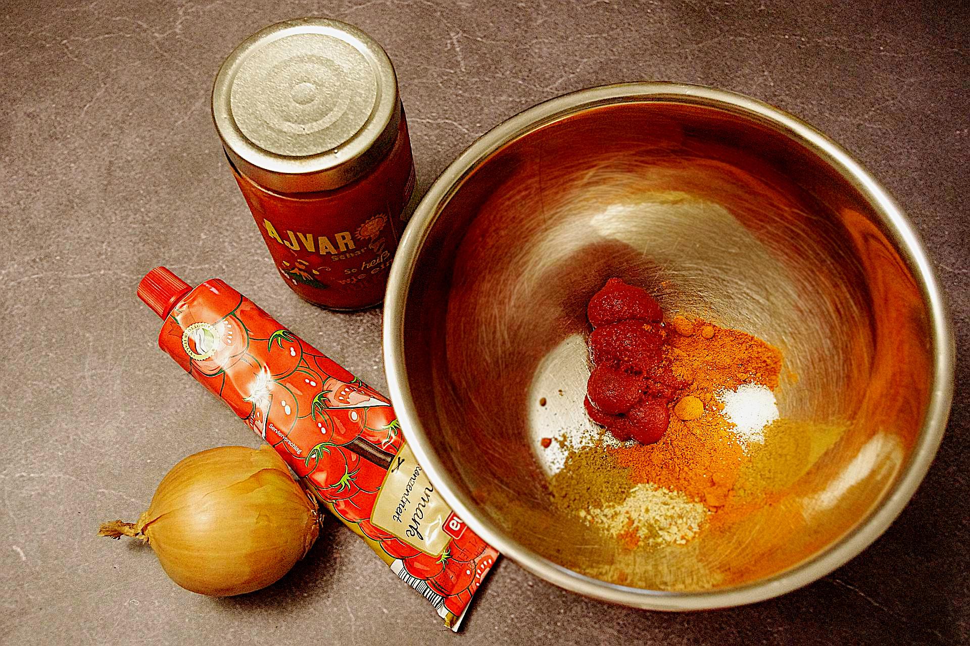 Zubereitung von pikantem Paprikaaufstrich