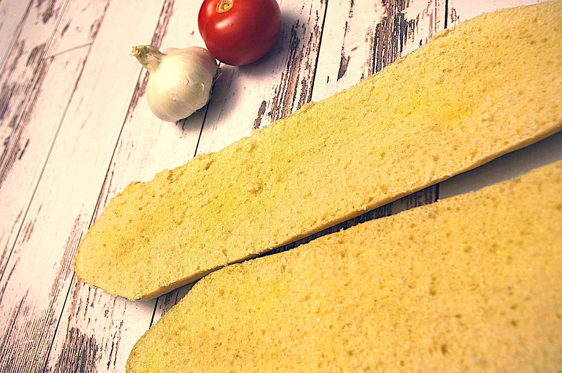 Zubereitung von Knoblauch-Tomaten-Baguette