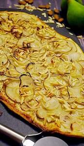 Flammkuchen mit Birne und Mandel (Vorschau)