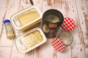 Zubereitung von veganem Parmesanstreu