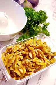 Zubereitung von Feigen mit veganer Frischkäsecreme