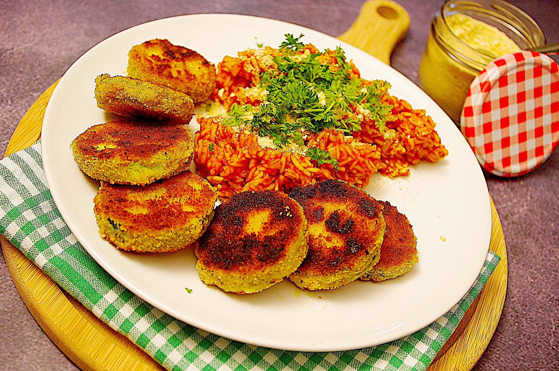Roter Reis mit Zucchinitalern