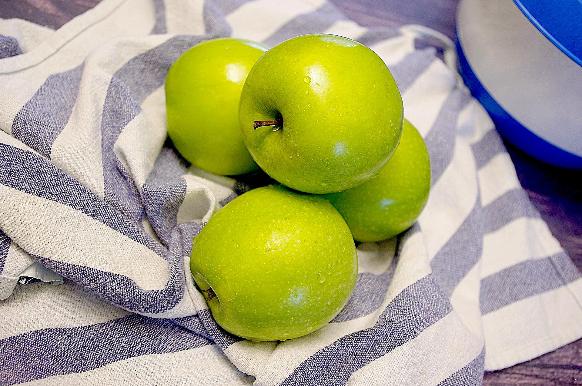 Zubereitung von russischem Apfelkuchen