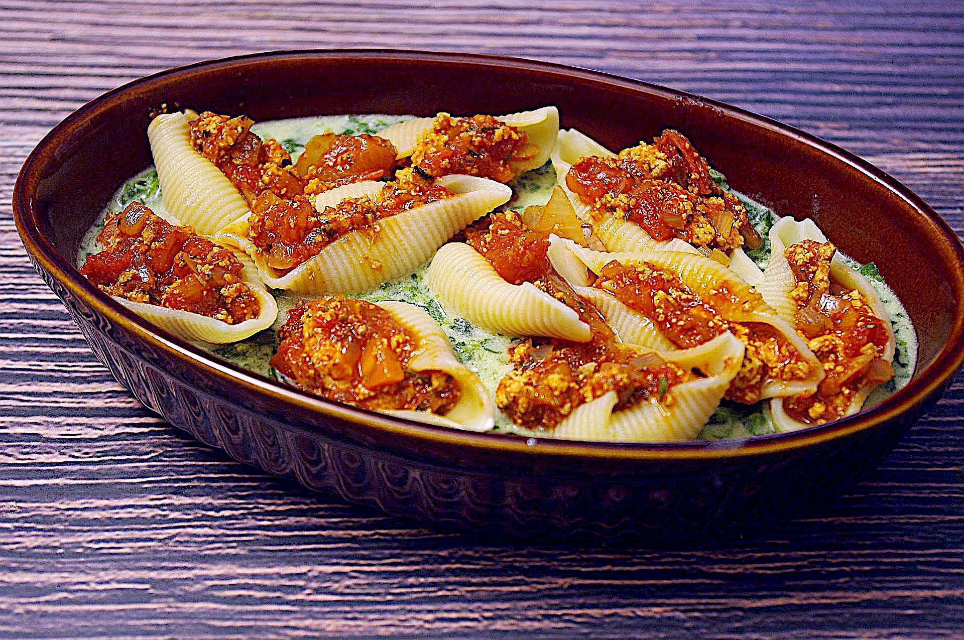 Zubereitung von Bolognese-Muscheln in Spinat-Rahm