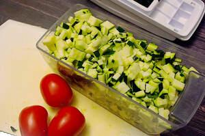 Zubereitung von schnellem Zucchini-Ragout