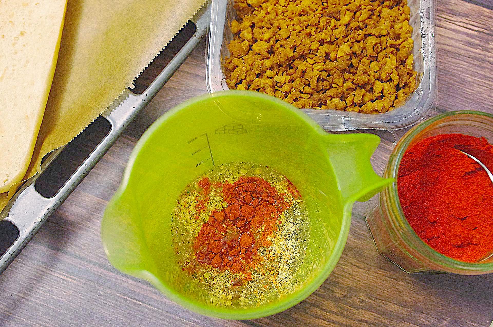 Zubereitung von Pizzabaguettes Hot Pepper