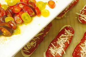 Zubereitung von Pizzabaguettes Salame e Pomodori
