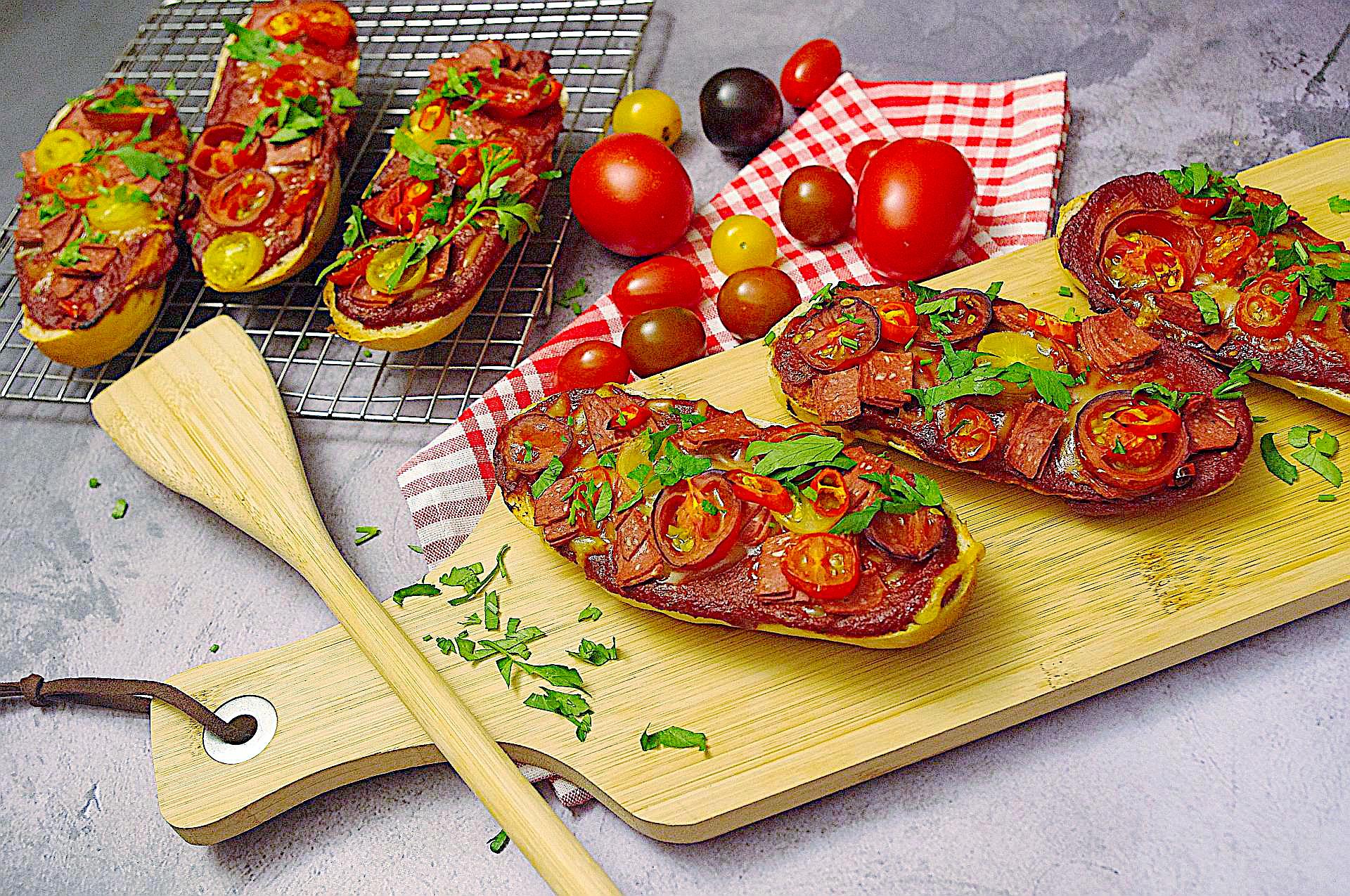 Pizzabaguettes Salame e Pomodori