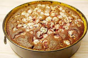 Zubereitung von saftigem Schoko-Kirschkuchen