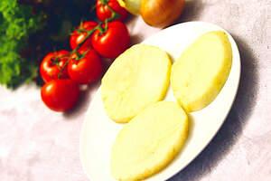 Zubereitung von veganem Schnitzelsandwich