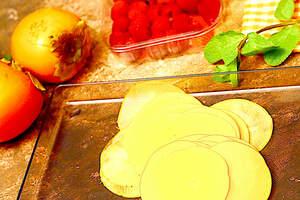 Zubereitung von süßem Kaki-Carpaccio