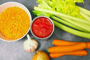 Zubereitung von roter Linsenbolognese, Spaghetti Bolognese vegan