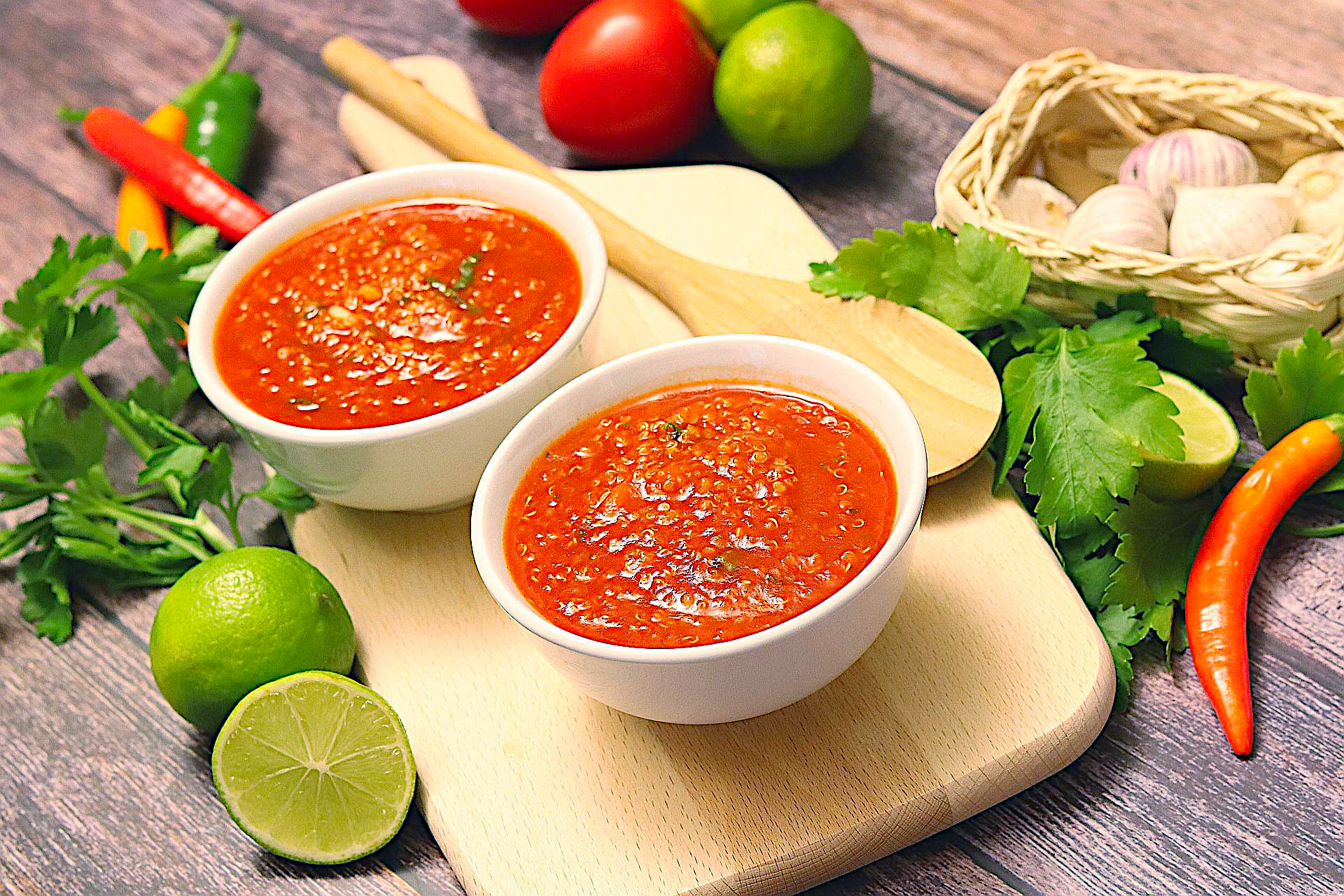 Tomatensuppe mit Quinoa, südamerikanische Suppe