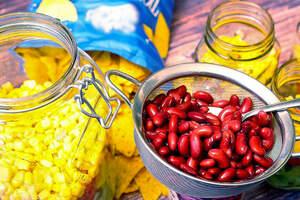 Zubereitung von veganem Nachosalat