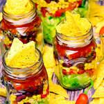 Veganer Nacho-Salat in Portionsgläsern