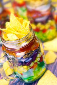 Veganer Nacho-Salat im Mason Jar