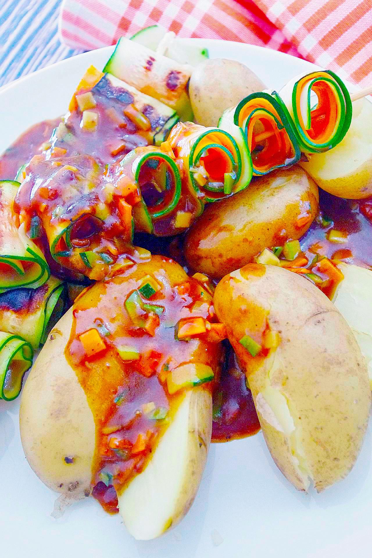 Deftige Zucchini-Möhren-Spieße