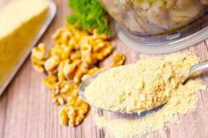 Zubereitung von Kräuter-Cashew-Käse (Vegan)