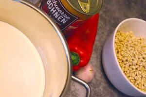 Zubereitung von veganen Chili-Cheese-Fries
