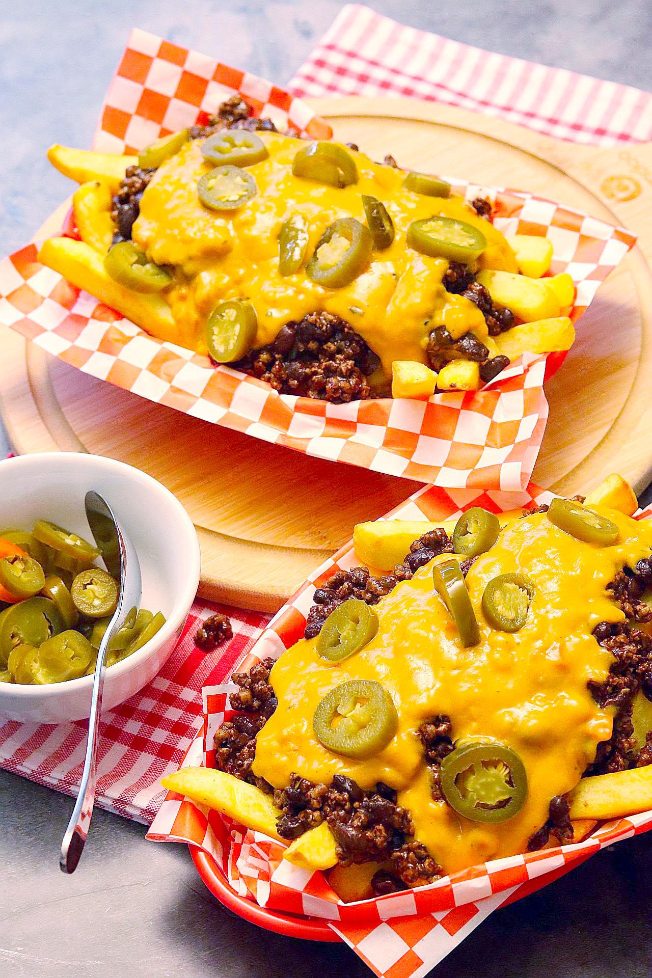 Vegane Chili-Cheese-Fries