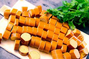 Zubereitung von veganem Würstchengulasch