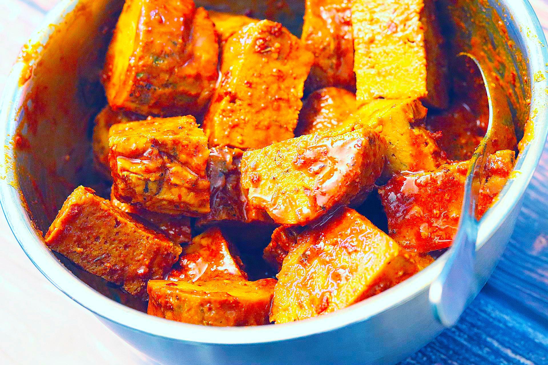 """Zubereitung von veganen Grillspießen """"Paprika"""""""