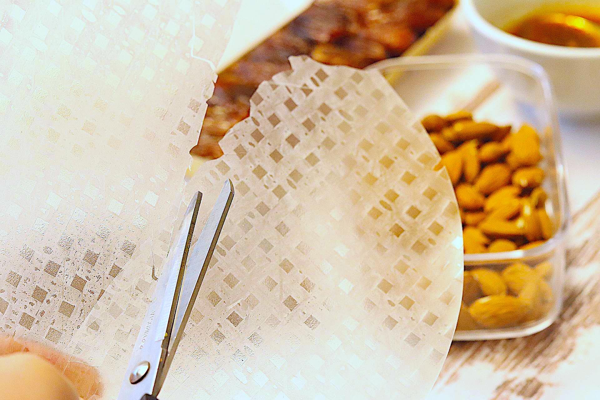 Zubereitung von Datteln im Speckmantel (vegan)